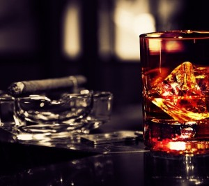 whisky-glass-with-cigar-image