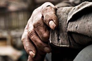 old_man__s_hands_by_calin86-d4ng4zj