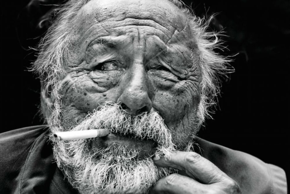 Jim-Harrison-smoking
